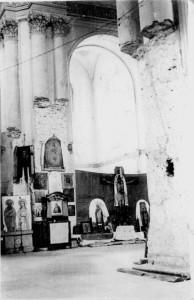Следы разрушений в храме после возобновления богослужений