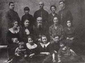 Протоиерей Иоанн Смолин с семьёй