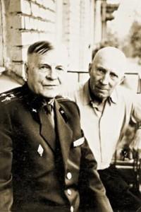 Георгий Александрович Калачев (справа)